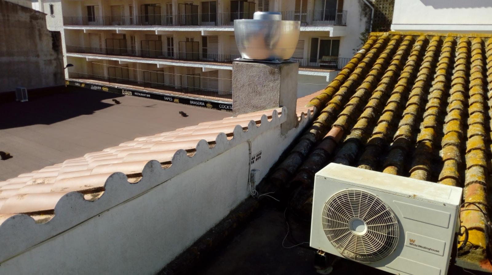 Xemeneia i aire condicionat estartit